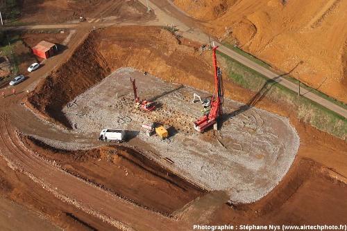 Travaux de renforcement du sol et du sous-sol par implantation de colonnes à modules controlés (CMC), travaux de l'autoroute A89 à Saint-Germain-sur-l'Arbresle, Rhône (état en mars 2011)