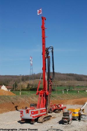 La foreuses nécessaire au forage des puits d'exploration et d'implantation des CMC