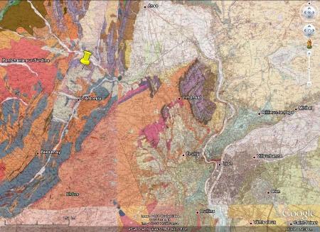 Localisation géologique de la partie du chantier de l'autoroute A89 vue ici (punaise jaune)