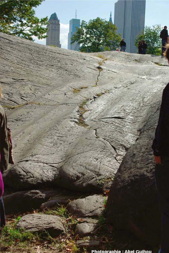 Stries et cannelures glaciaires dans Central Park, New York (USA)