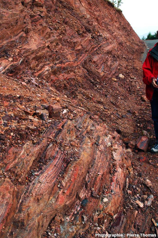 Plan rapproché d'un affleurement de fers rubanés au bord de la route R40, à une trentaine de kilomètres au Sud de Barberton, Afrique du Sud