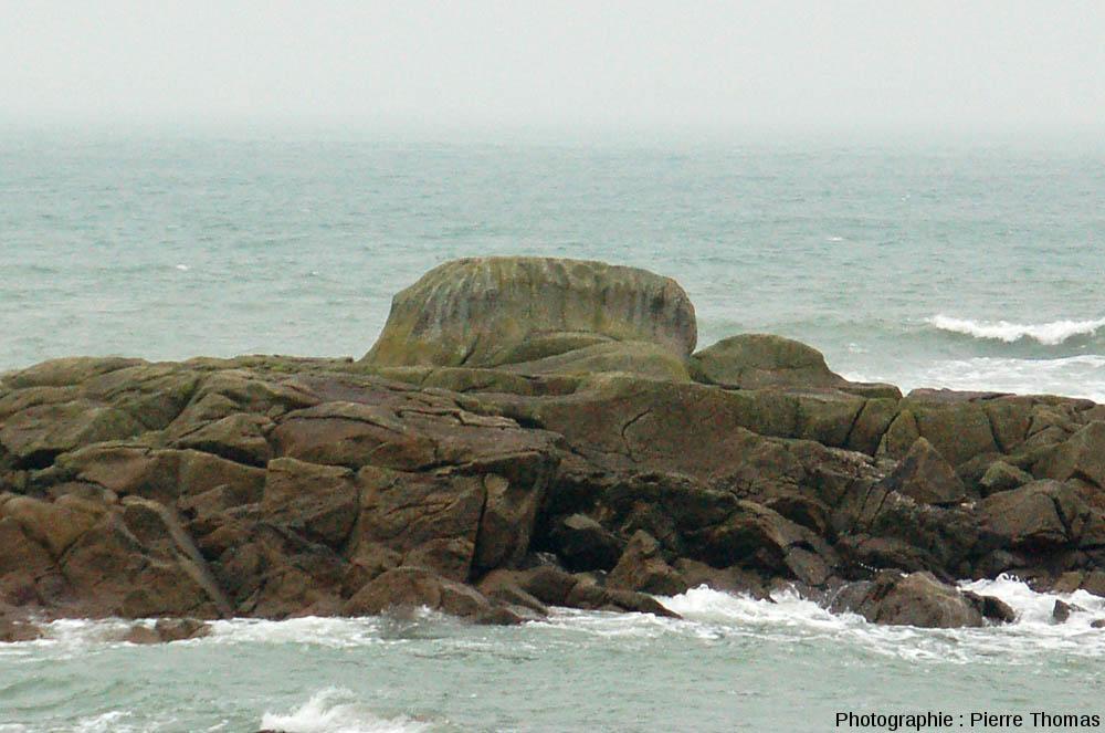 Le «tombeau d'Almanzor», chaos granitique sommairement aménagé à l'époque pré-celtique ou celtique, plage de la Mine, Piriac-sur-Mer (Loire Atlantique)