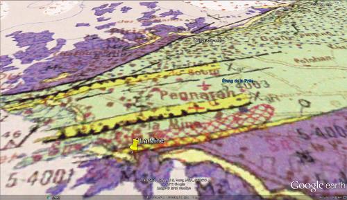 Carte géologique localisant le rocher à filon pegmatitique à structure harrisite sur la plage de la Mine