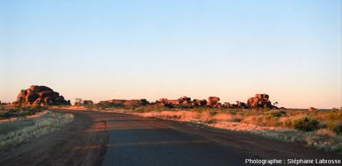 """Un chaos granitique situé dans la """"Devils Marbles Conservation Reserve"""" en Australie"""