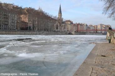 Secteur de la Saône où une croûte de glace massive a été fracturée