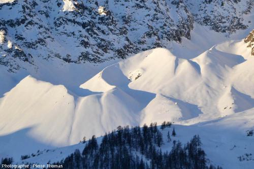 Moraines de l'ex glacier des Prés les Fonts, au pied de la crête du Lauzas