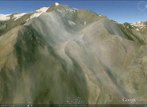 Été 2010 : Pic de Prés les Fonts (3358 m) et anciennes moraines situées sur son versant Est, au pied Nord de la crête du Lauzas