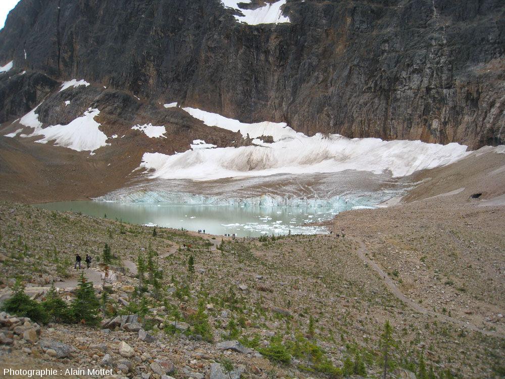 Vue générale sur le lac et le glacier Edith Cavell, Parc National de Jasper, Canada
