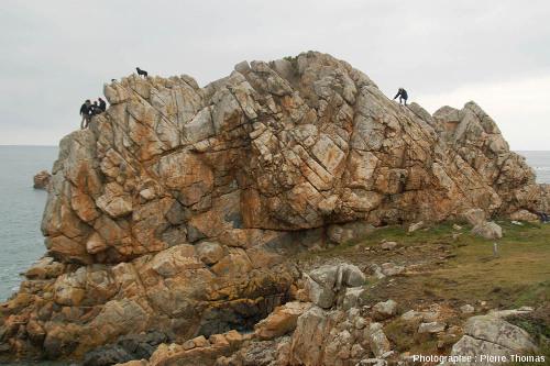 Rochers de la Pointe du Château (au niveau du site du Gouffre) près de Plougrescant (Côtes d'Armor)
