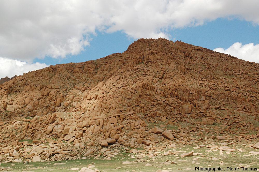 Détail d'un mont granitique caractéristique de l'Altaï mongol vers 3000m d'altitude