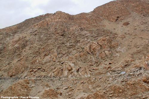 Paysage granitique sur la route du col du Chang La, région de la haute vallée de l'Indus, Ladakh (Himalaya)