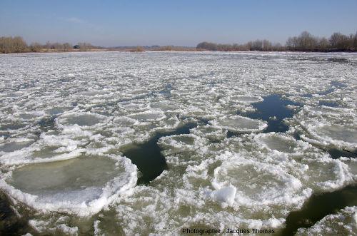 Deux photos de la Loire, prises du même endroit (La Binette, commune de Bou, Loiret), à quelques minutes d'intervalle, vers midi le 12 février 2012 (photo 2)