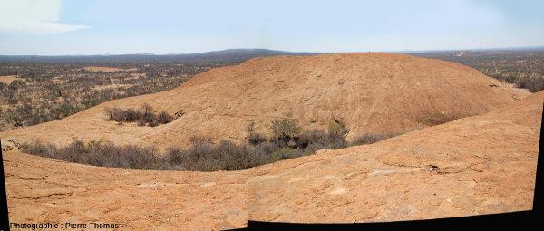 Vue globale de l'inselberg granitique desThree Sisters, Afrique du Sud