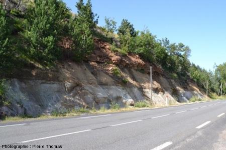 Vue globale de l'affleurement en bordure de la N 88, à une douzaine de km au NE de Mende (Lozère)