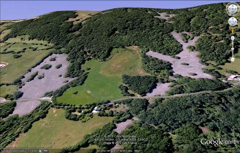 """Vue Google Earth du clapas de Thubiès (à gauche) et d'un """"petit frère"""" à droite"""