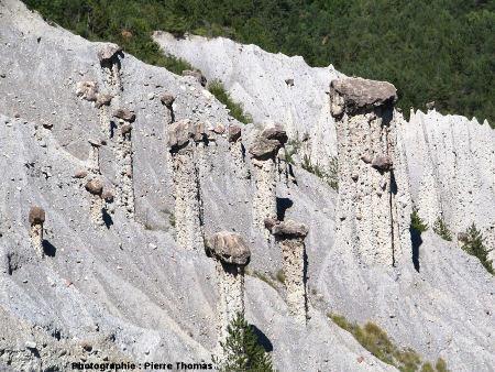 Groupe de cheminées de fée, «Salle de bal des demoiselles coiffées», Théus, Hautes Alpes