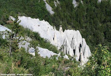"""Groupe de demoiselles majoritairement décoiffées... et donc en train de """"mourir"""", Théus, Hautes Alpes"""