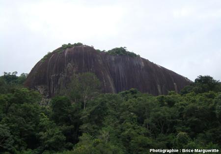 L'inselberg du Voltzberg, Suriname