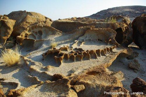Taffonis dans des granites à l'Est de la ville de Swakopmund sur le littoral de la Namibie