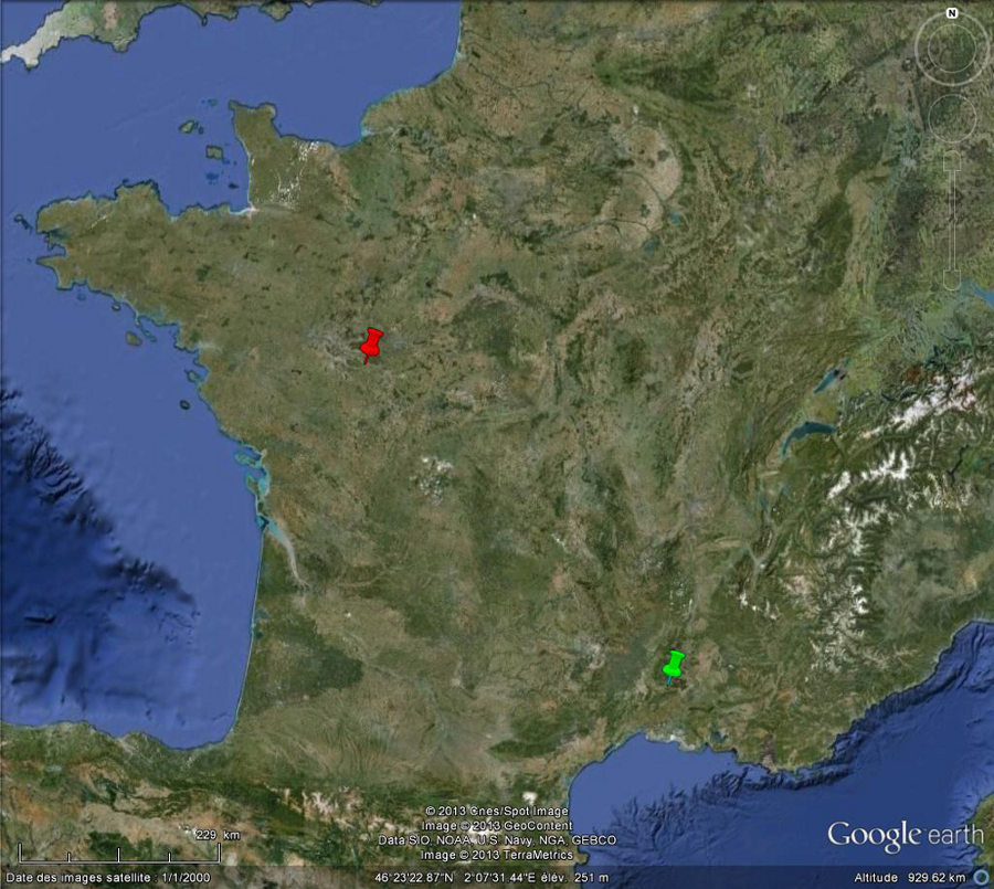 Localisation de Chinon (punaise rouge) et d'Uzès (punaise verte), deux sites situés loin de la mer et montrant des affleurements avec figures d'érosion alvéolaire