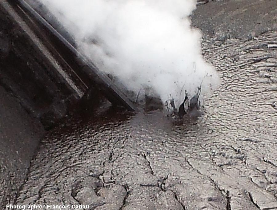 Zoom sur le point d'injection de vapeur d'eau servant à fluidifier le pétrole