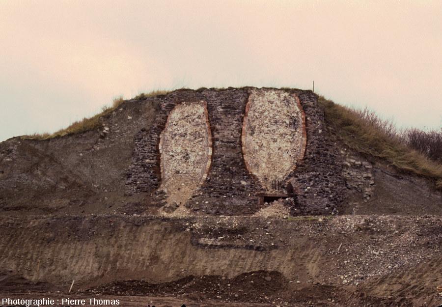 """Deux fours à chaux découverts en 1981-1982 sur les bords de l'ex-""""Nationale9"""" à Aubière (banlieue Sud de Clermont-Ferrand (Puy de Dôme) lors de travaux d'élargissement de la nationale"""