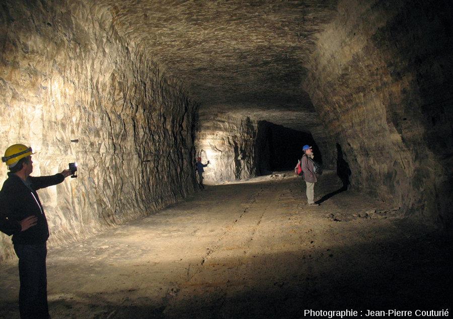 Vue globale d'une galerie des carrières souterraines de Romagnat (Puy de Dôme)