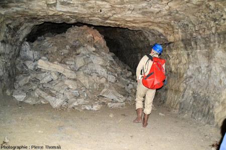 Tas de déblais juste en dessous d'une cloche de fontis, carrière souterraine de Romagnat (Puy de Dôme)