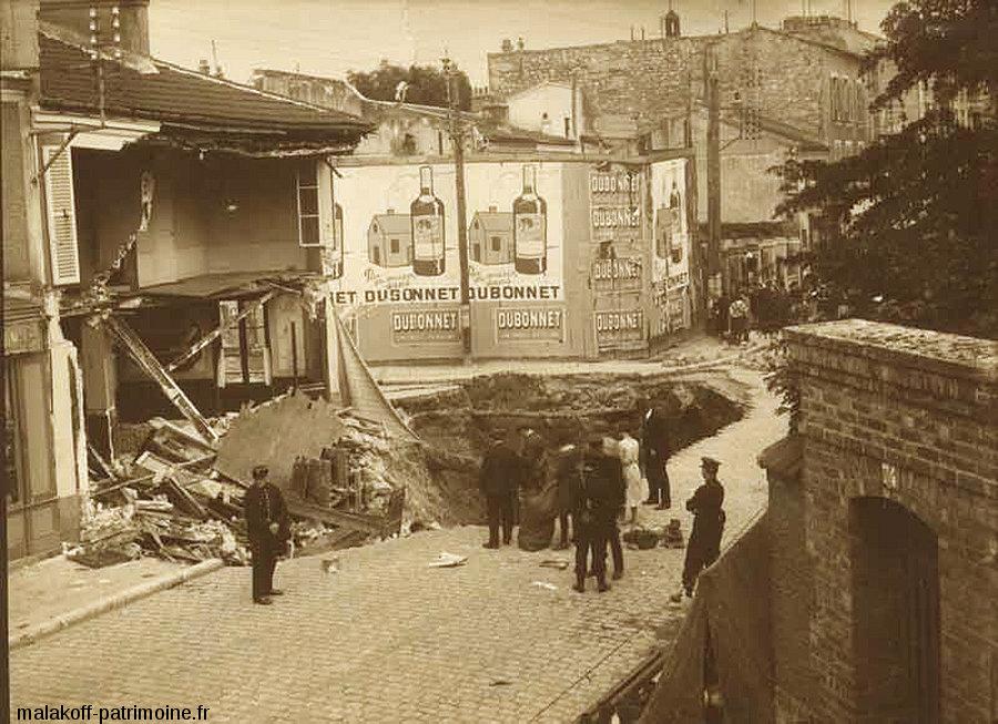 Fontis datant de juillet 1929 à Malakoff (Haut de Seine) provoqué par l'effondrement d'une carrière souterraine de pierre de taille avec laquelle Paris et sa banlieue ont été construits