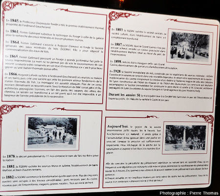 Panneau explicatif dans le parc municipal de Vals-les-Bains expliquant l'histoire de la «Source Intermittente»