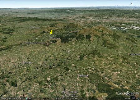 Localisation de l'affleurement faillée de Murat-le-Quaire (punaise jaune) dans le massif des Mont-Dore