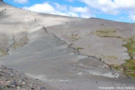 Autre vue du dyke basaltique n°1, en Patagonie argentine, au pied du Cerro Zeballos
