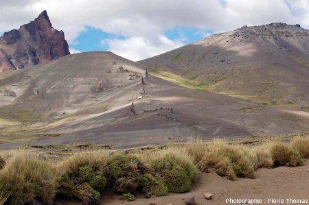 Vue globale du dyke basaltique n°3, Patagonie argentine