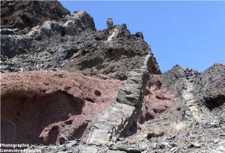 Vue d'ensemble sur des dykes du même secteur de Sao Vincente, Cap Vert