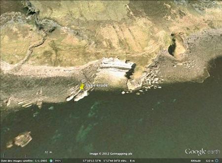 Vue oblique du rivage et du dyke érodé