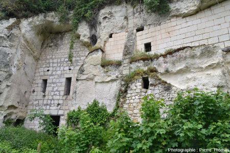 """Ancienne habitation troglodytique maintenant abandonnée mais dans un état encore """"acceptable"""" sur la rive gauche de la Loire entre Montsoreau et Saumur (Maine et Loire)"""