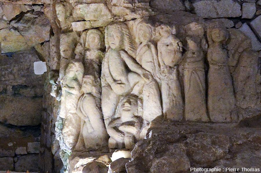 Scène coquine sculptée dans de la craie tuffeau au XVIème siècle, «Cave aux sculptures», Dénézé-sous-Doué, Maine et Loire