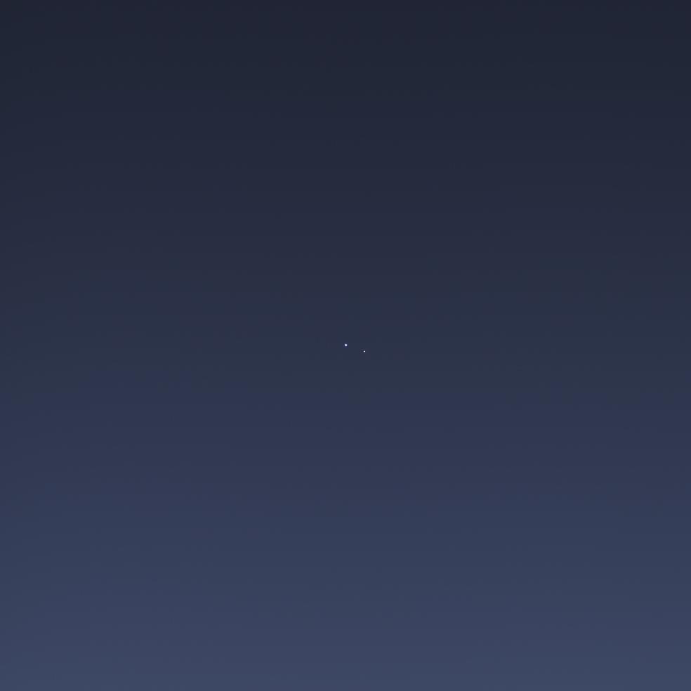 """Le couple Terre-Lune vu par Cassini depuis une orbite autour de Saturne, ce même 19 juillet 2013, mais en utilisant une caméra à champ étroit (de type """"téléobjectif"""")"""
