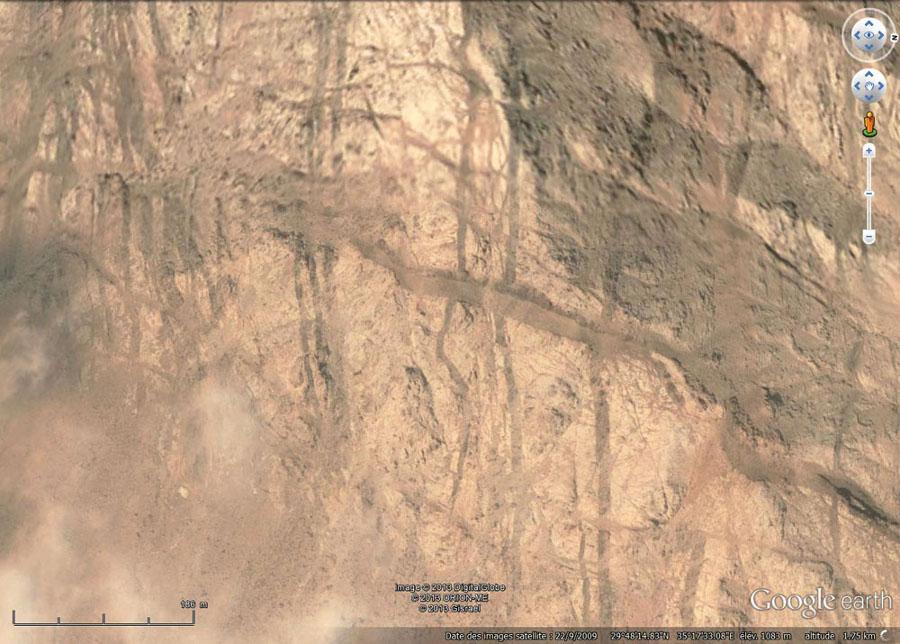 Vue verticale de la colline au-dessus d'Al Quwayra (Jordanie)