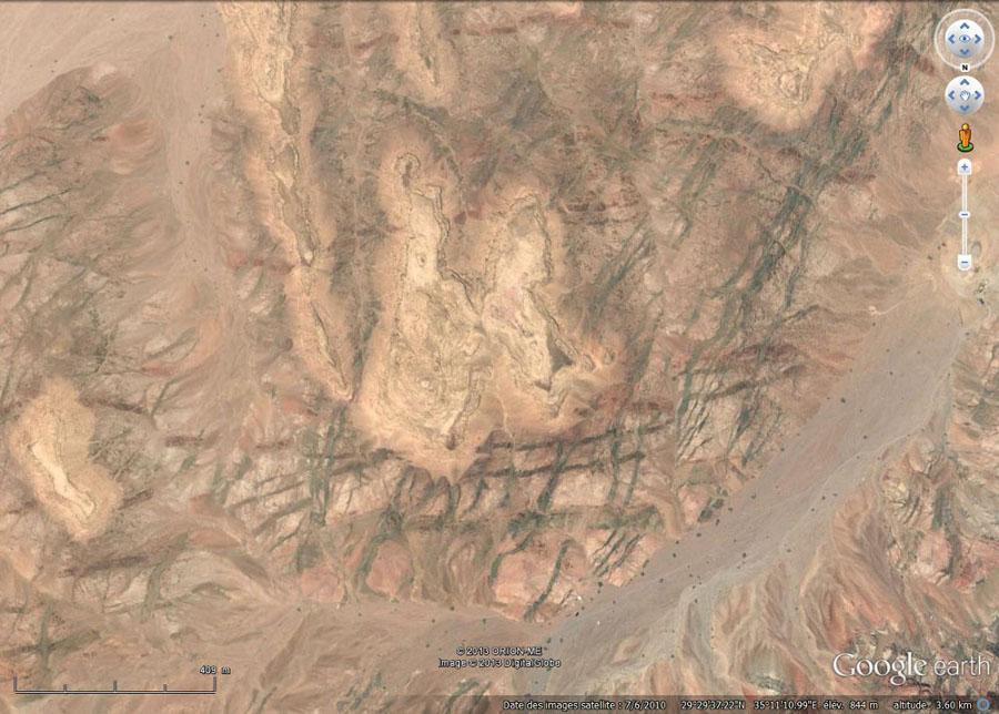 Vue verticale d'une autre colline du secteur Est d'Aqaba (Jordanie)