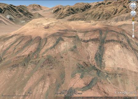 Vue oblique d'une autre colline du secteur Est d'Aqaba (Jordanie)