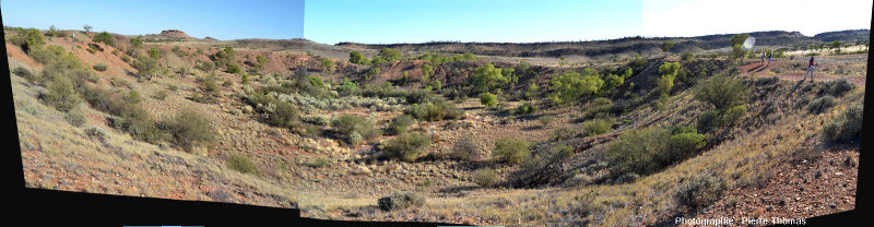 Le cratère principal du champ d'Henbury, Territoire du Nord, Australie, vu depuis son bord Nord