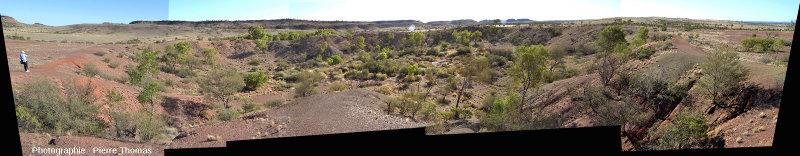 Le cratère principal du champ d'Henbury, Territoire du Nord, Australie, vu depuis son bord Nord-Est