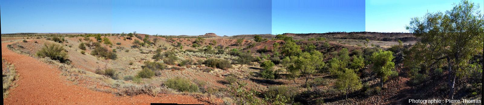 Le cratère principal du champ d'Henbury, Territoire du Nord, Australie, vu depuis son Ouest