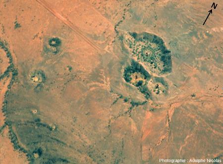 """Le champ des cratères d'Henbury """"redressé à la verticale"""""""