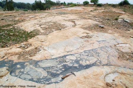Vue d'ensemble sur le plancher horizontal de la carrière de Salvamento, région de Parys, Afrique du Sud