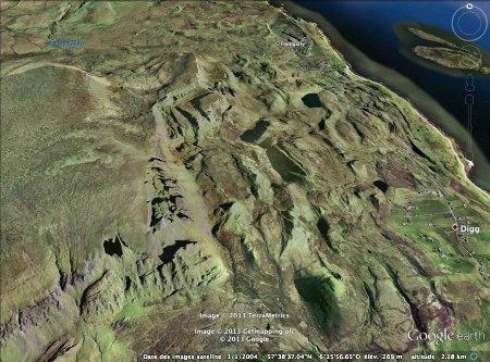 Vue oblique, en direction du Nord, du Quiraing. île de Skye, Écosse