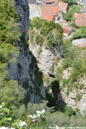 Vue du village de Roquefort depuis le Sud-Est du plateau du Combalou