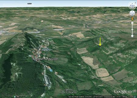 Vue de la vallée du Soulzon, avec le village de Roquefort sur Soulzon (Aveyron)
