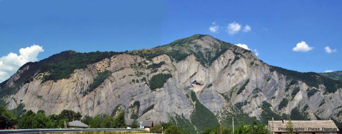 Vue globale de la paroi située en face de La Paute - Bourg d'Oisans (Isère)